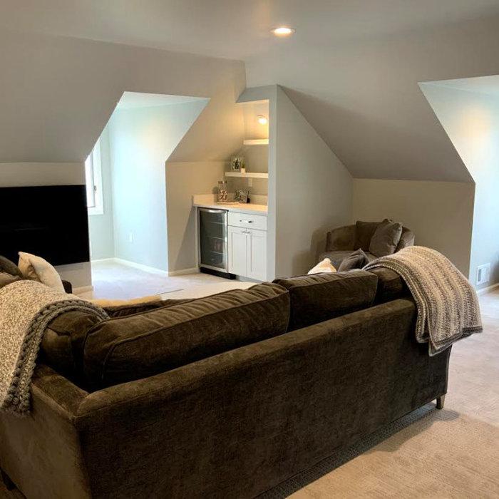 Modern Bonus Room with small built in bar