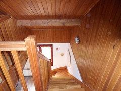 je viens dacheter une maison o la cage descaliers est en lambris cependant je naime pas du tout quelle couleurs me conseillez vous - Peindre Lambris