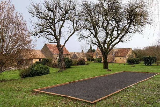 Landhausstil  by LES CHANTIERS COTTIN