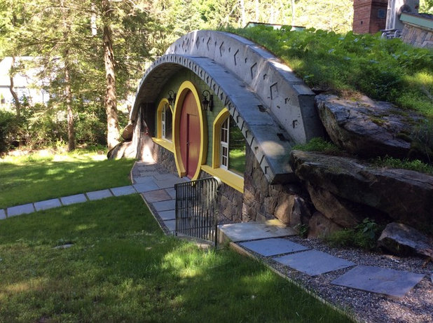 A Lord of the Rings Fan Made His Dream Passive Hobbit House a Reality