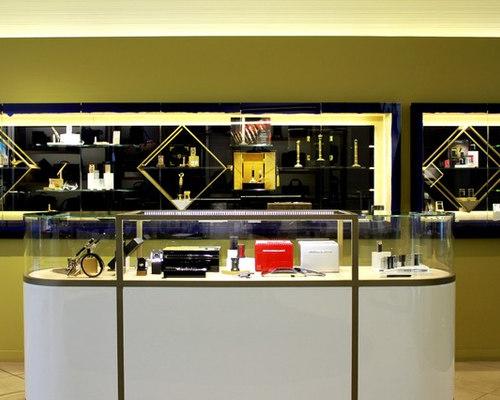 Boutique de Luxe St. Dupont - Avenue Montaigne - Paris