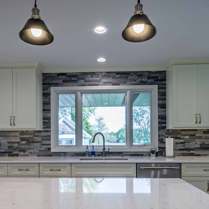 Home design - contemporary home design idea in Chicago