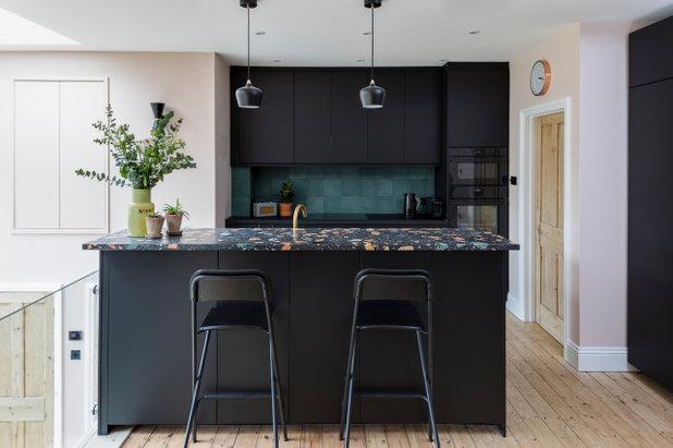 Современный Кухня by Linnea Interiors