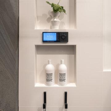 Ravenswood Manor Bathroom