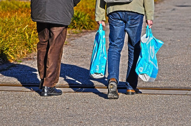 A Bad Wrap? How to Embrace Plastic Bag-Free Shopping