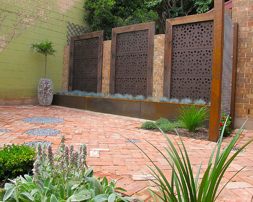 Rustic style inner city courtyard for Courtyard landscaping adelaide