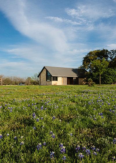 Farmhouse Landscape by Jobe Corral Architects