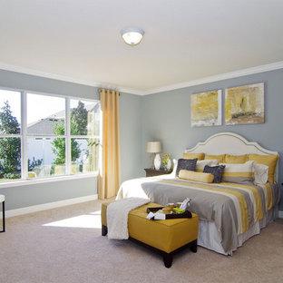 Island style home design photo in Orlando