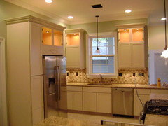 White Molding/Trim, but Off-White Cabinets...does this ...