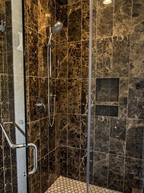salle de bain avec un placard avec porte panneau sur lev et un bidet photos et id es d co. Black Bedroom Furniture Sets. Home Design Ideas
