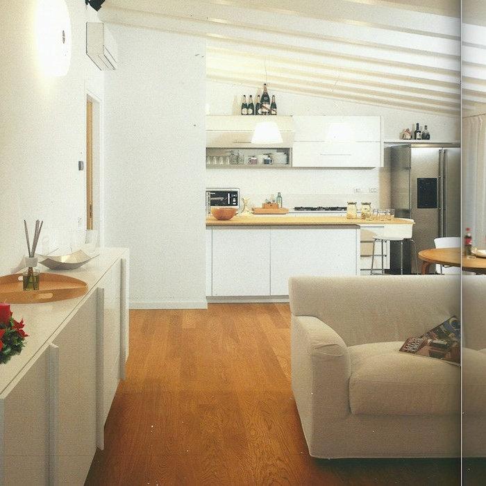 Un sottotetto trasformato in luminoso appartamento