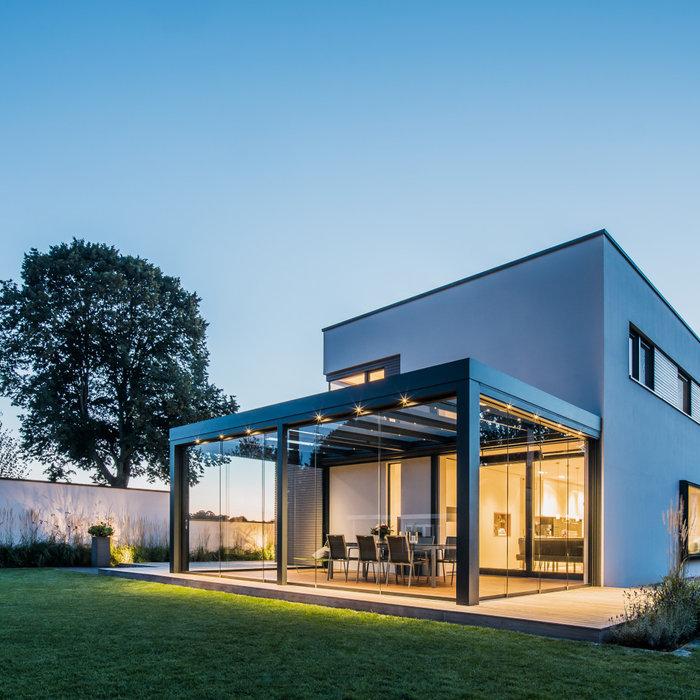 Solarlux - Terrassendach - Glashaus an einem modernen Einfamilienhaus