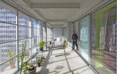 """2021年のプリツカー賞を受賞した""""決して取り壊さない""""建築家ユニットの作品とは?"""