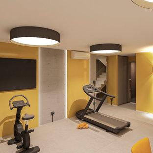 Ispirazione per una piccola palestra multiuso moderna con pareti gialle, pavimento in gres porcellanato e pavimento grigio