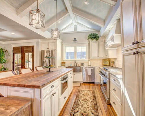 Mid Sized Traditional Open Concept Kitchen Ideas   Inspiration For A  Mid Sized Timeless