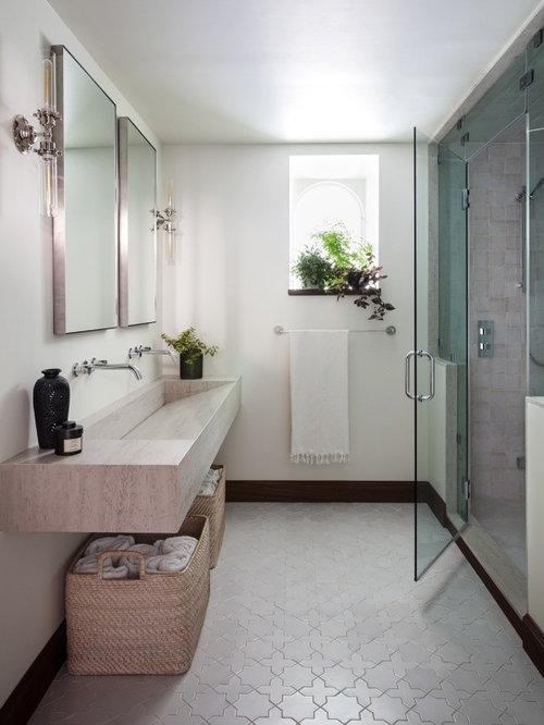 Badezimmer mit marmor waschbecken waschtisch und for Unglaublich mediterrane badezimmer fliesen bunt