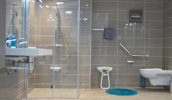Salle de bain PMR bleue et grise