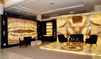 Beleuchtete Onyxplatten auf dem Boden ,Decke und Wand.