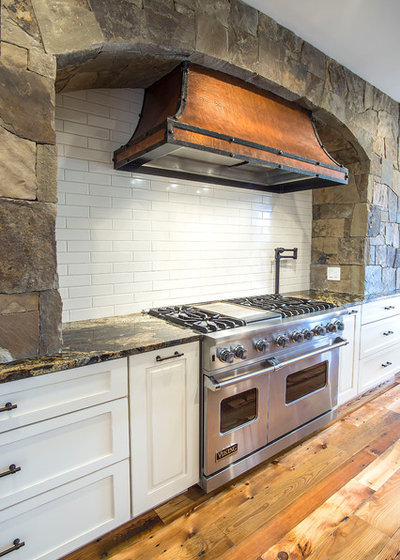 Rustic Kitchen by Rangeline Homes, Inc.