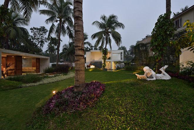 Contemporary Garden by Abin Design Studio