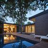 Houzz Tour: Midcentury-Inspired Home Built Around a Pecan Tree