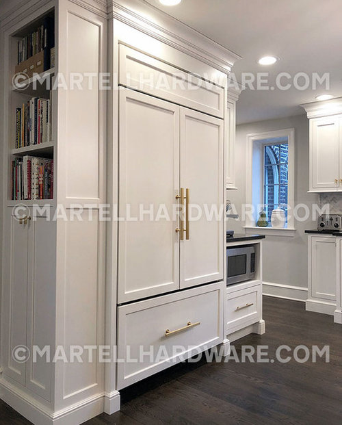 Shaker Style Kitchen With Brushed Br Square Bar Liance