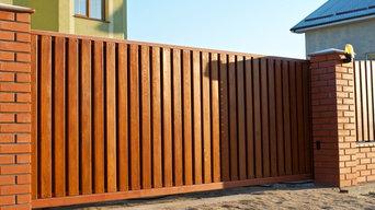 Установка деревянного забора с калиткой и автоматических откатных ворот
