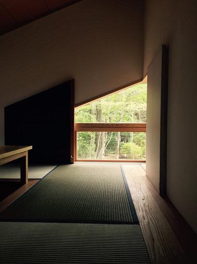 モダン ファミリールーム by KEN YOKOGAWA ARCHITECT & ASSOCIATES INC.