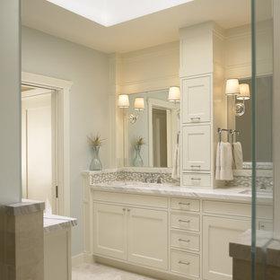 サンフランシスコのトラディショナルスタイルのおしゃれな浴室 (大理石の洗面台) の写真