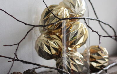 Trends: How to Use Bell Jars to Display Finds