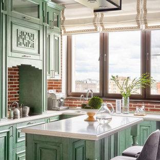 На фото: маленькая угловая кухня в классическом стиле с фасадами с утопленной филенкой, островом, бежевым полом, одинарной раковиной, зелеными фасадами, красным фартуком, фартуком из кирпича, техникой из нержавеющей стали и белой столешницей с