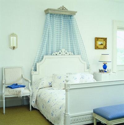 トラディショナル 寝室 Gustavian bed