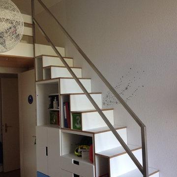 Umbau Kinderzimmer, Raumspartreppe