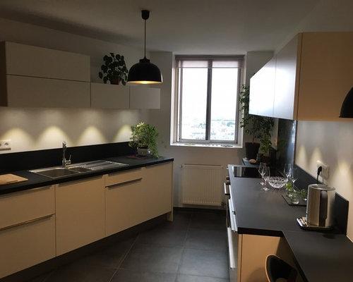 Cuisine moderne laqu e blanc mat avec plan de travail noir for Cuisinella paris 11