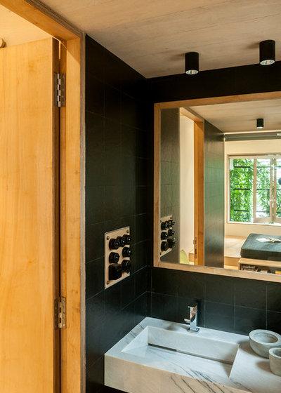 コンテンポラリー 浴室 by SML Architects