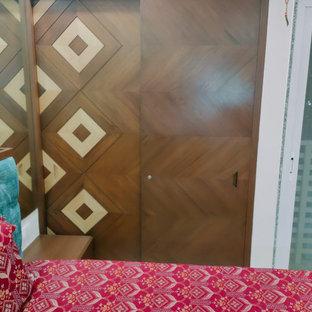 アフマダーバードのアジアンスタイルのおしゃれな収納・クローゼットの写真
