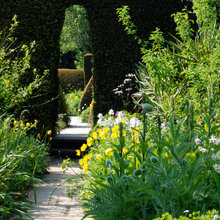 8 Ways a Garden Can Draw You In