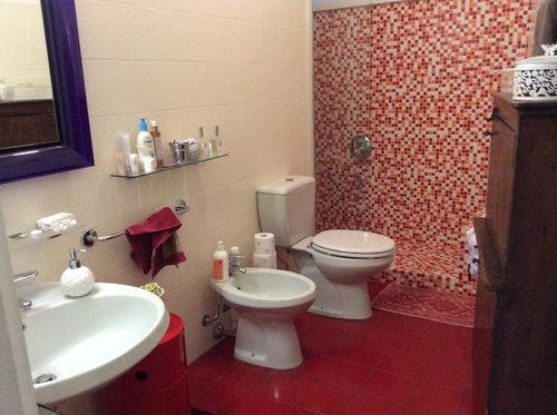 Chiedo consiglio per il mio bagno resina o altro - Mettere piastrelle bagno ...