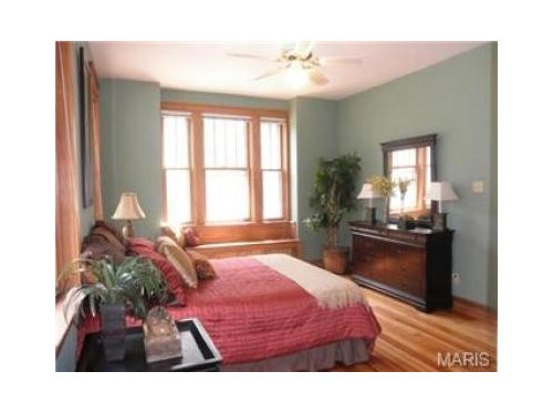 Stupendous What Color Works With The Natural Wood Trim In My Bedroom Interior Design Ideas Gentotthenellocom