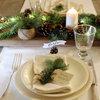 Decorazione Rustica per la Tavola di Natale con Pigne e Candele