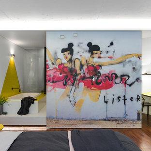 Immagine di una piccola camera da letto minimal con pareti bianche, pavimento in linoleum e pavimento marrone