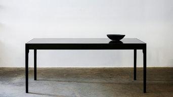 Unikat: Esstisch mit Tischplatte aus Messing, Eiche massiv/schwarz