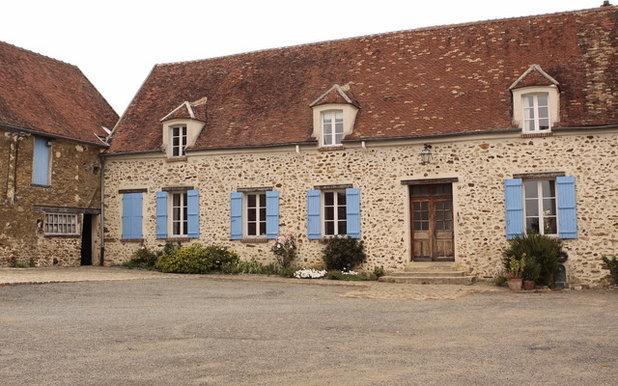 Farmhouse  by Patricia Grolier.