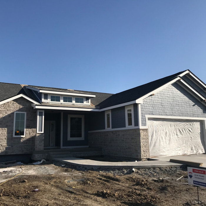 2020 FOR SALE 2000+ sq ft Edgewater Ranch Waukee/Clive, IA area