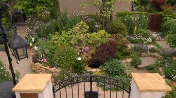 花達が主役の棚田風の庭