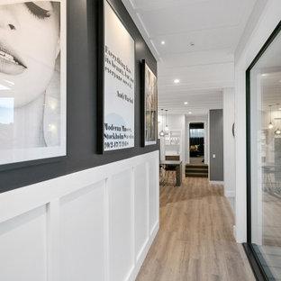 ハミルトンの中くらいのおしゃれな廊下 (白い壁、淡色無垢フローリング、茶色い床、板張り天井、塗装板張りの壁) の写真