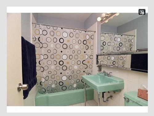 shall i trash this retro bathroom or i can do something to make it retro and nice looking - Retro Green Bathroom Tile