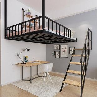 Großes Modernes Schlafzimmer im Loft-Style mit weißer Wandfarbe, Teppichboden, Kamin, Kaminumrandung aus Beton, buntem Boden, Kassettendecke und Holzwänden in Orlando