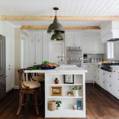 Kitchen - coastal kitchen idea in Houston