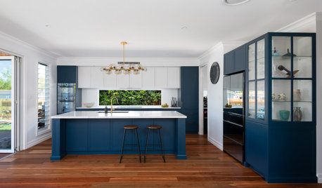 Room of the Week: A Contemporary Hamptons-Style Kitchen in Blue